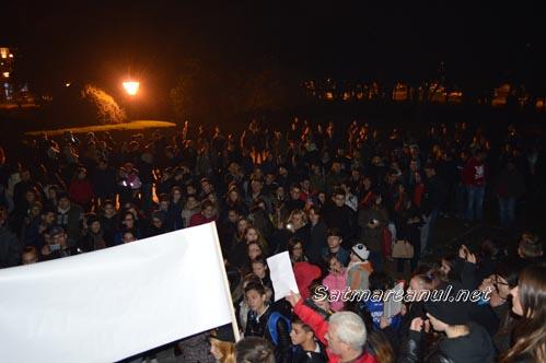 """Protest la Satu Mare: """"Bucureștiu-n sânge, Satu Mare plânge"""" (Galerie foto)"""