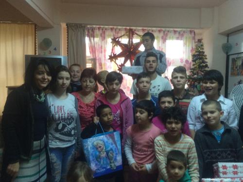 """Cadouri pentru copiii de la Centrul """"Sfântul Andrei"""" din Satu Mare"""