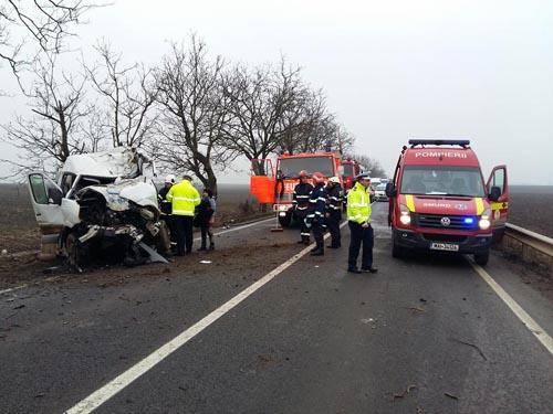 Accident cu doi morți, la ieşirea din Petrești (Foto)