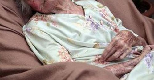 Scandal în Pir. Femeie de 93 de ani, internată în spital