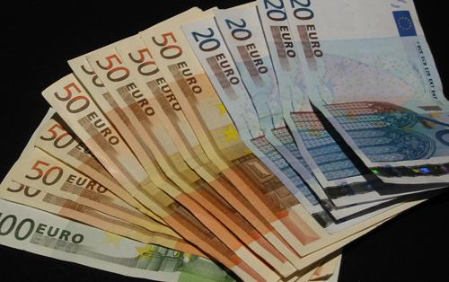 Euro a făcut haltă la 4,52 lei