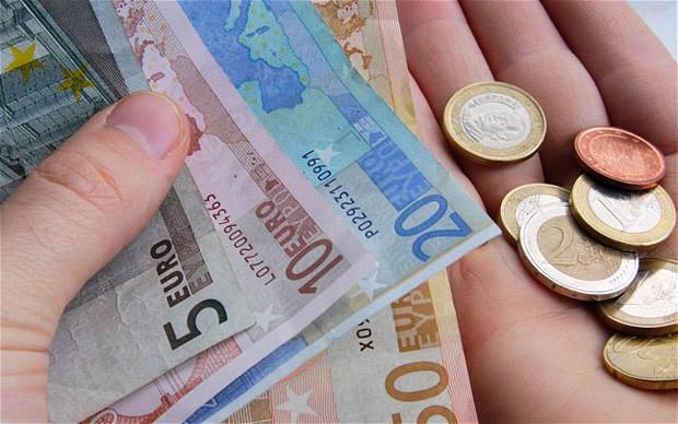 Euro stă lângă 4,54 lei