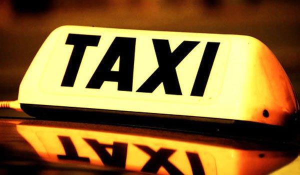 Taximetrist tâlhărit de patru clienți