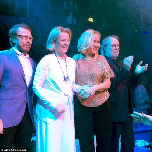 ABBA s-a reunit la Stockholm, pentru o seară (Video)