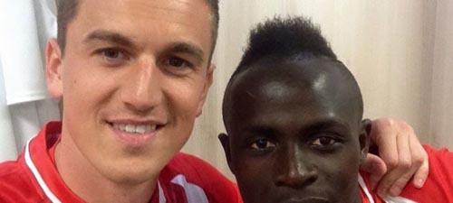Vezi ce loc ocupă Florin Gardoș în TOP-ul jucătorilor cu cele mai multe selfie-uri