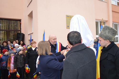 """Dezvelire de bust la Școala """"Avram Iancu"""" din Satu Mare"""