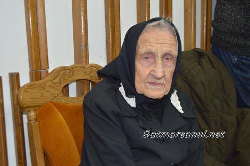 Un veac de existență: Dorel Coica a premiat o sătmăreancă în vârstă de 100 de ani