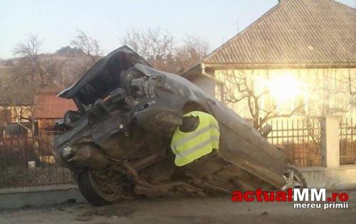 Și-a distrus mașina în noaptea de Revelion (Foto)