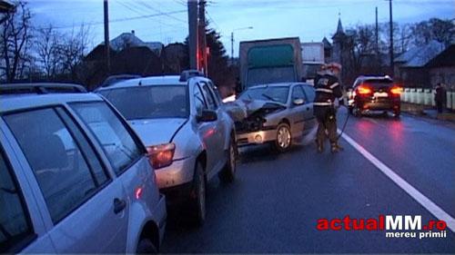 Cinci mașini avariate într-o coloană creată de un TIR care se îndrepta spre Satu Mare (Foto&Video)