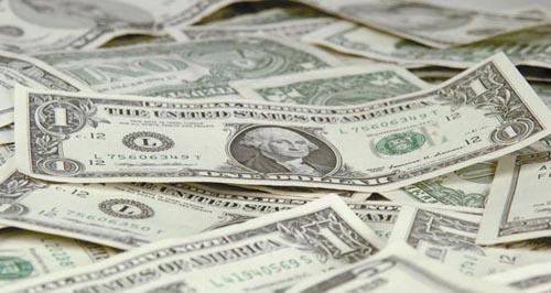 Dolarul la un nou minim