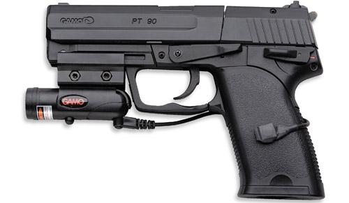 A venit la cumpărături în România cu pistolul în poșetă