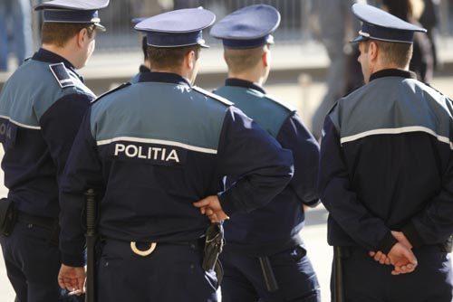Poliţiştii pot avea tatuaje, dar ascunse complet sub uniformă
