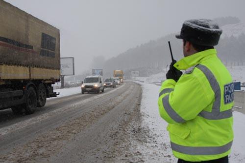 Atenţie conducători auto ! Adaptaţi viteza la condiţiile de drum!