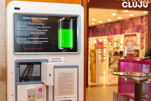 Stații speciale pentru încărcat smartphone-urile, amplasate în Cluj-Napoca