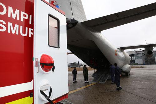 Femeie cu arsuri grave, transportată cu o aeronavă la București
