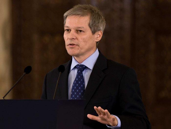 Patru miniştri, remaniaţi de premierul Cioloş