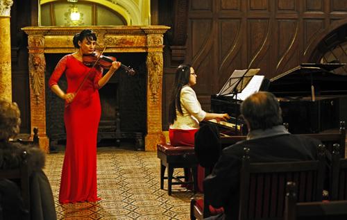 Concert de vioară și pian la Castelul din Carei