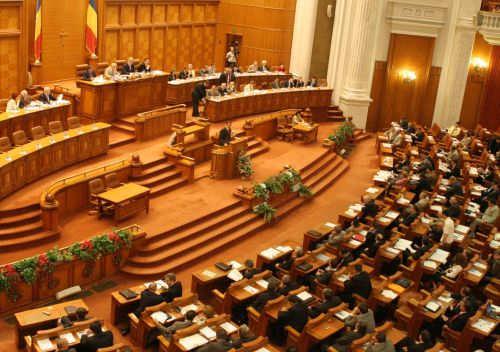 Aplicarea legii privind pensiile deputaţilor şi senatorilor, discutată în Parlament