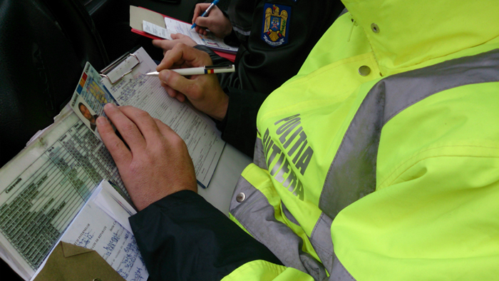Șofer fără permis, prins de polițiști