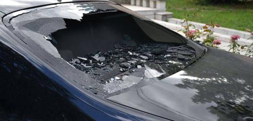 A distrus mașina surorii sale
