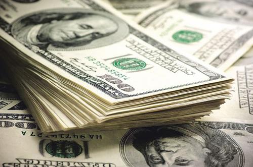 Dolarul a scăzut cu 8,7 bani