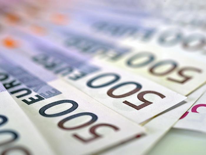 De la începutul lunii euro a scăzut cu 1,8%
