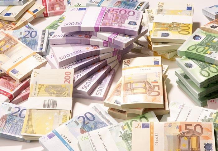 Euro coboară spre 4,45 lei