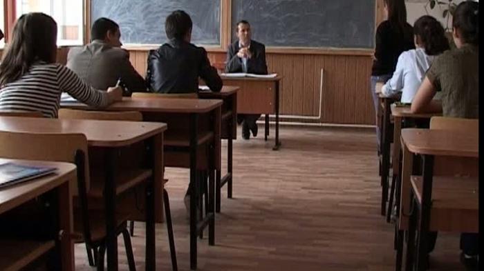 Simularea Evaluării Naționale: Elevii de clasa a VIII-a susțin proba la Matematică
