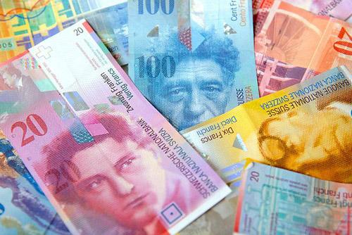 Francul elveţian a scăzut de la începutul anului cu 13,3 bani