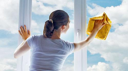 Cu ce poţi spăla geamurile dacă nu ai detergent special