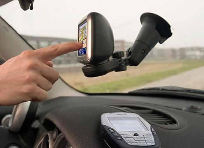 A furat GPS-ul dintr-o mașină