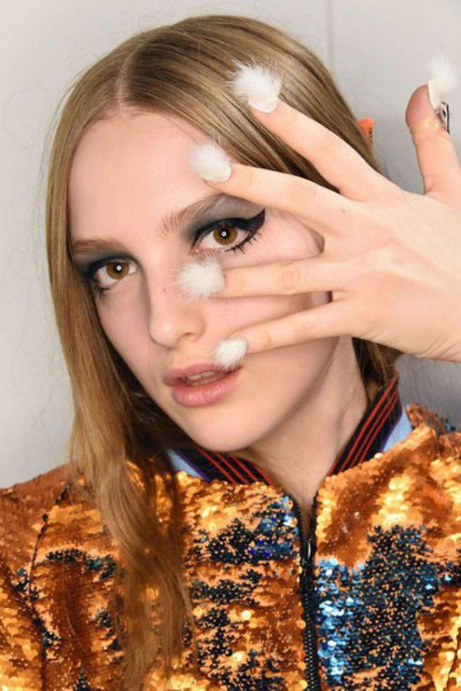 Unghiile îmblănite, noua modă în materie de manichiură (Foto)