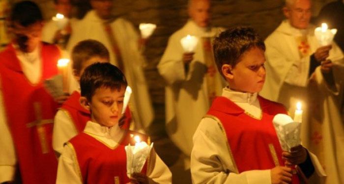 Catolicii și protestanții, sărbătoresc Paștele