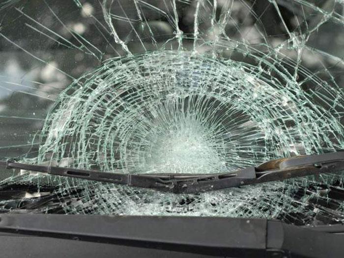 Mașină atacată cu pietre în Orașu Nou