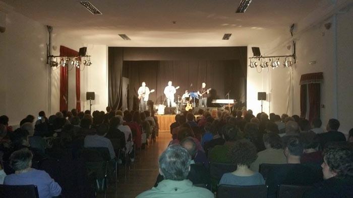 """Șlagărele trupei """"Beatles"""", într-un concert organizat la Carei"""
