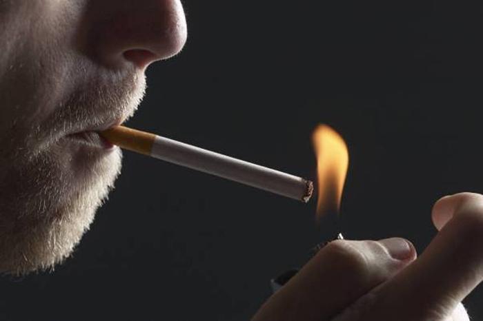 Vești bune pentru fumători. Se modifică legea antifumat