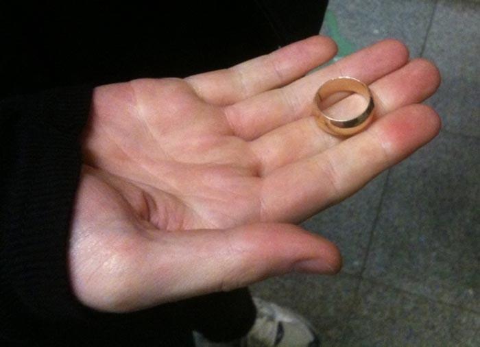 Sătmărean înșelat cu un inel fals de aur