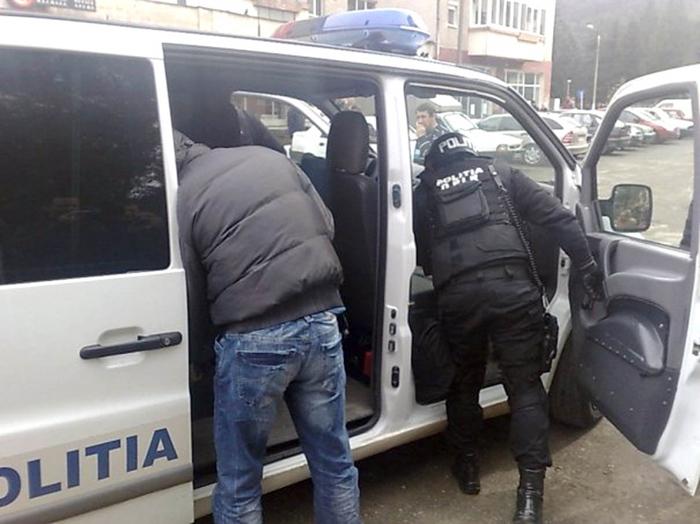 Interlopii Tatu și Giani, plasați în arest la domiciliu