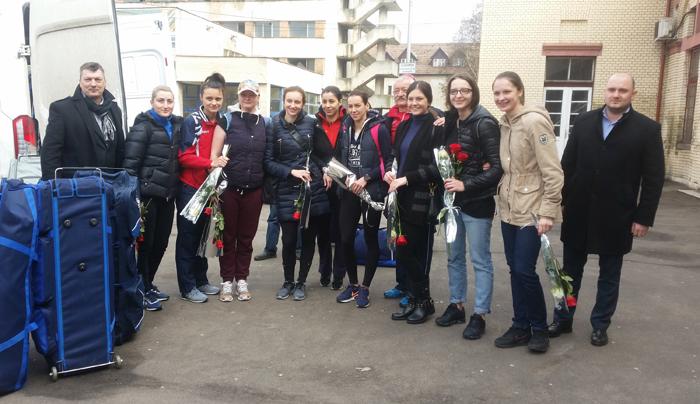 Lotul de spadă feminin al României, primit cu flori la Satu Mare