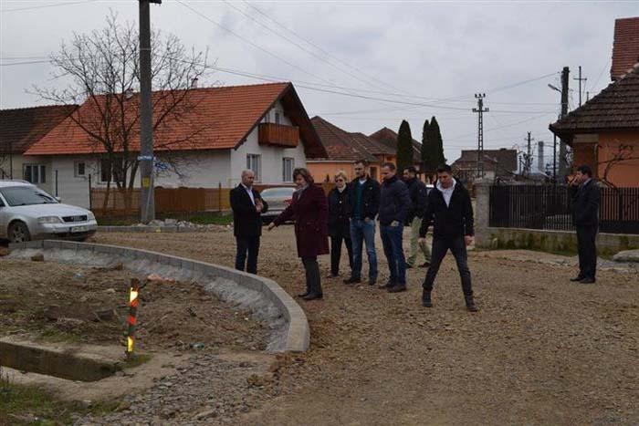 A început modernizarea a nouă străzi din Negrești-Oaș