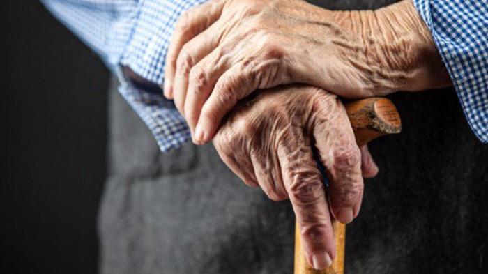 Bătrână de 76 de ani, violată și bătută în propria casă