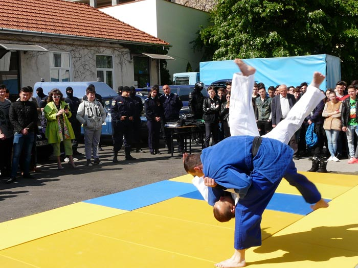 Jandarmii susțin demonstrații în școlile din județ (Foto)