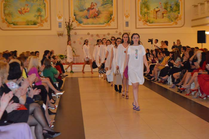 """Regal de modă, la """"Fashion's Night Out"""" Satu Mare (Galerie foto&Video)"""