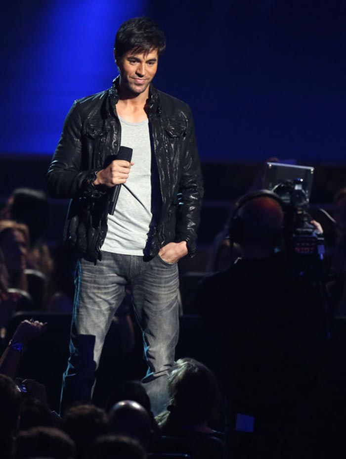 "Enrique Iglesias a lansat piesa ""Duele el corazón"" (Video)"