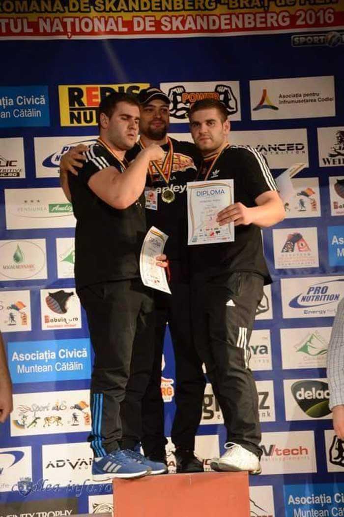 Frații Podac au cucerit cinci medalii la Campionatul Național de Skandenberg (Foto)