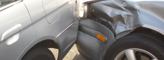 Șofer beat criță, a făcut prăpăd în parcarea Primăriei din Medieșu Aurit