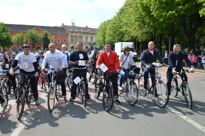 Sute de sătmăreni au pedalat pentru bibliotecă (Galerie foto&video)