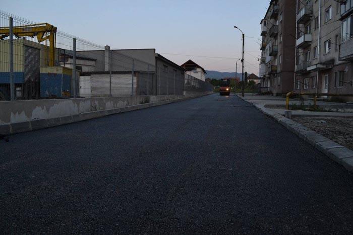 A început asfaltarea în Cartierul Salcâmilor din Negrești-Oaș
