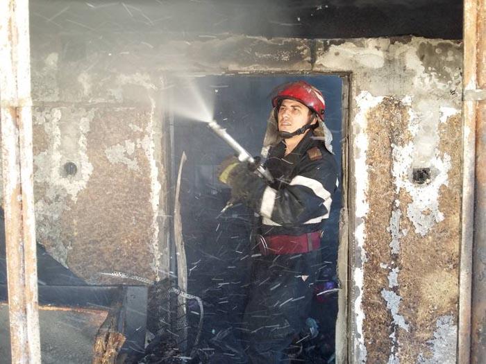 Grajd distrus de flăcări