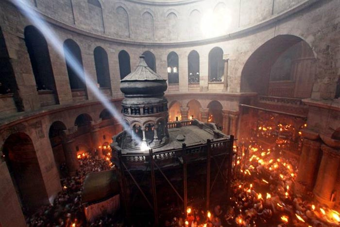 Lumină Sfântă va ajunge sâmbătă seara în România